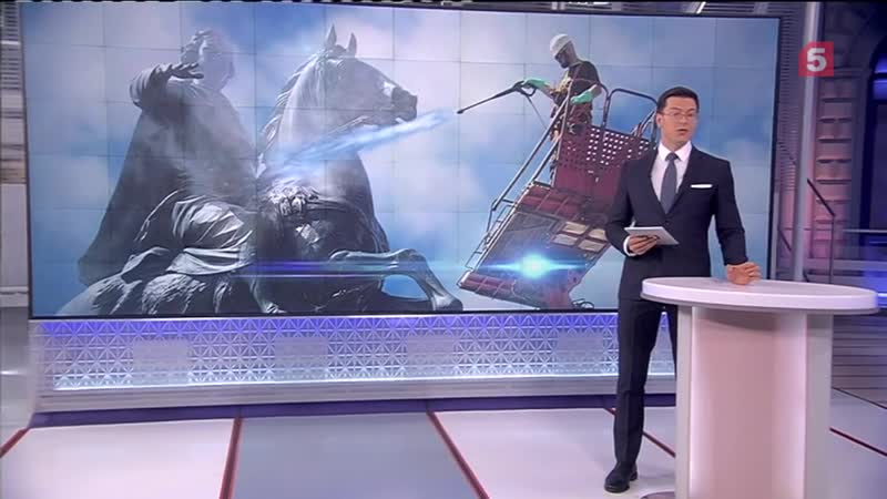 Реставраторы устроили водные процедуры Медному всаднику в Петербурге