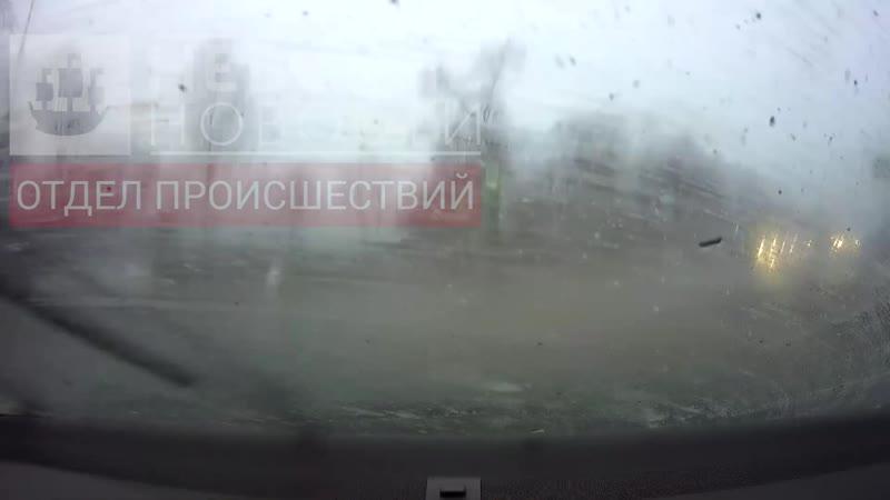 Камера регистратора одного из пострадавших авто сняла момент столкновения на Выборском шоссе