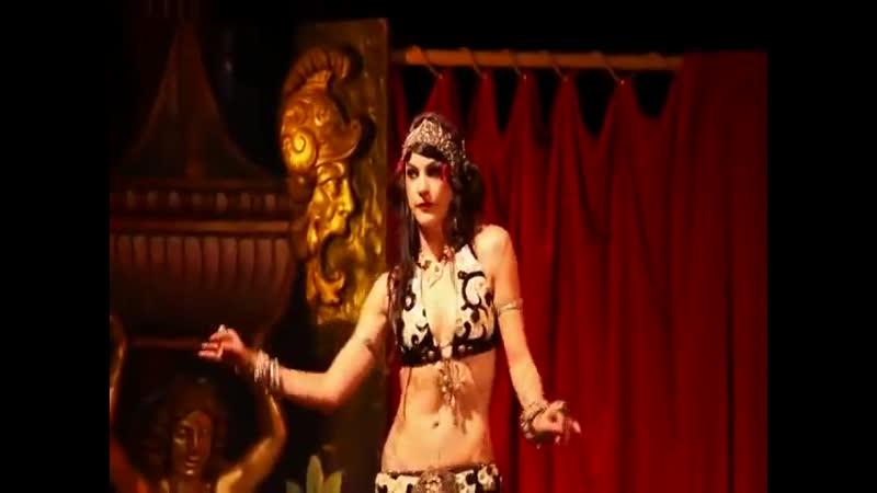 Zoe Jakes Solo Le Serpent Rouge Show