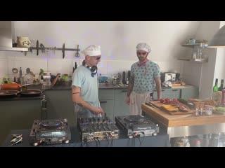 Angy Kore & Gabriel Padrevita - How To Kill Your Boring Coronavirus Quarantine - Techno Burger
