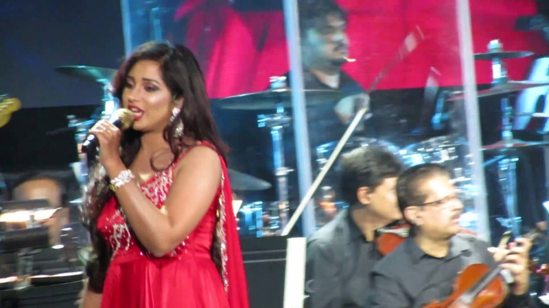 Radha Shreya Ghoshal Live (Student of the Year)