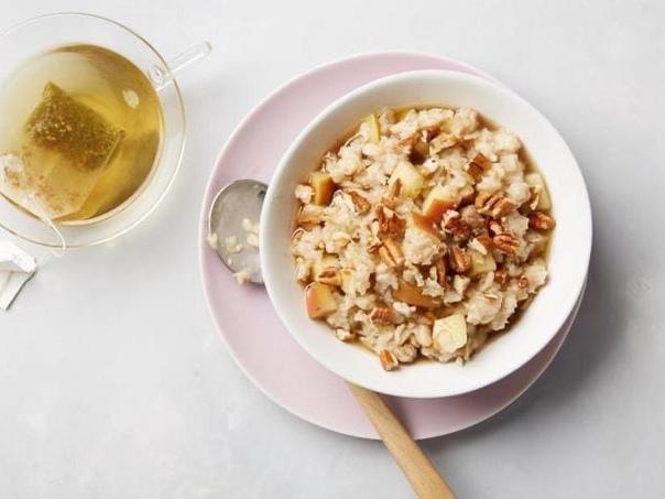 Овсянка с яблоками и орехами за 10 минут