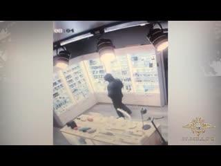 Полицейские задержали подозреваемого в разбойном нападении на салон по продаже мобильных телефонов