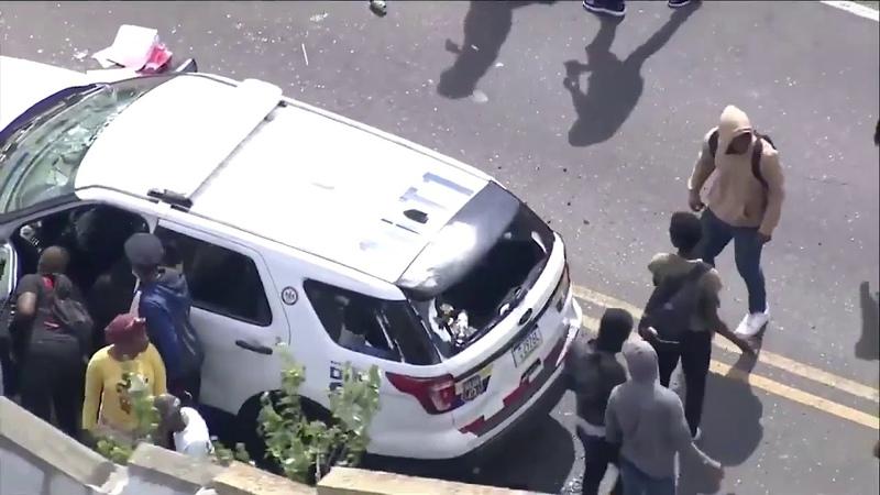Разгром полицейских машин в Филадельфии