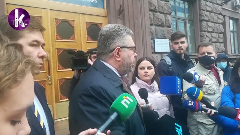 Порошенко бегает от допросов. Адвокаты начали хамить журналистам