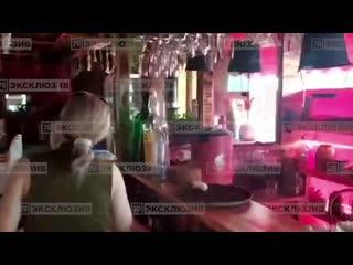 Владелец гриль-бара на Испытателей устроил скандал чиновникам из ККИ