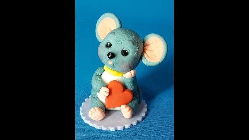 Фигурки на торт из мастики. Мышонок с сердечком.