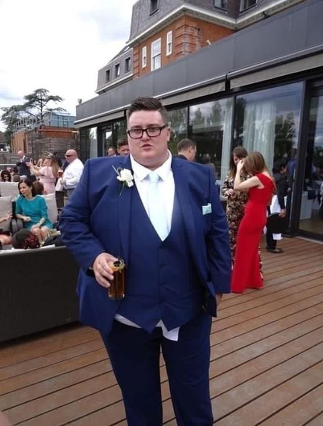 Парень отказался от роли шафера на свадьбе сестры из-за веса, но ему удалось похудеть