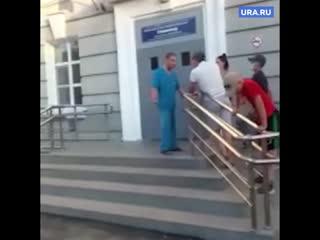 На Урале медик обматерил пациента с переломом