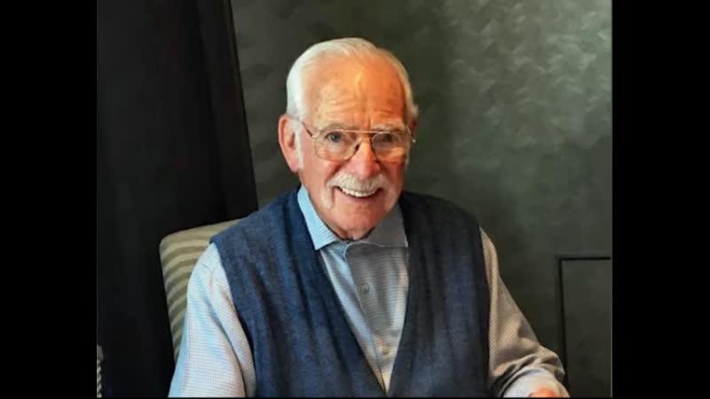 Невероятная история дедушки который взял билет на лайнер и уже 13 лет на нем живет