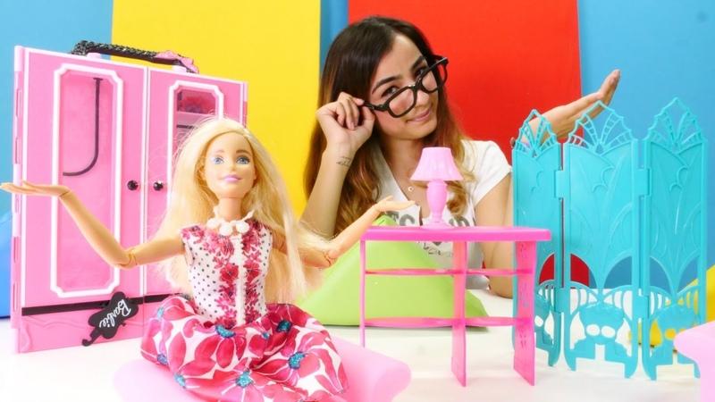 Barbie giyim mağazasını dekore ediyor Kız videoları