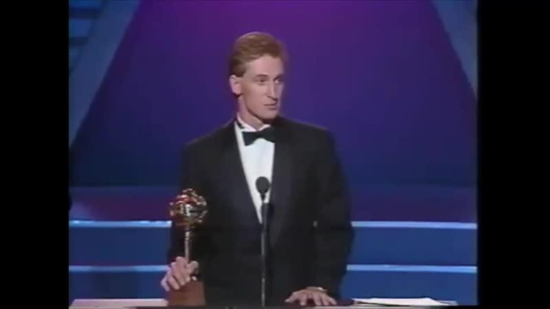 НХЛ Уэйн Гретцки выигрывает свой последний Харт Трофи 1989