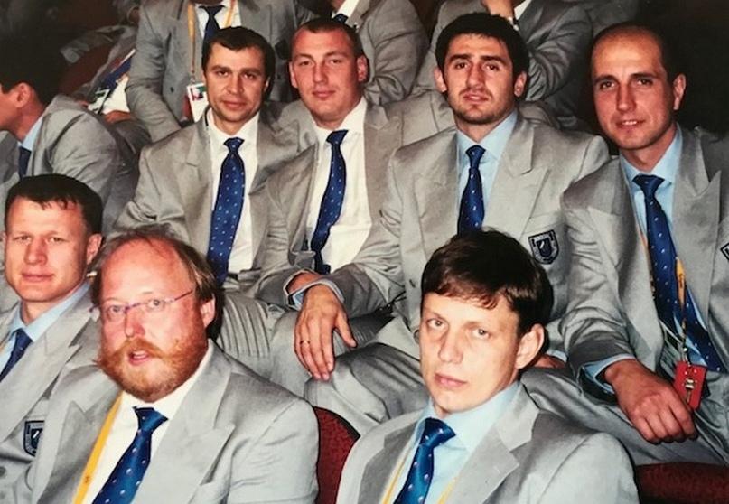 Слева от Льва Воронина менеджер сборной России Вольфганг Гютшоф