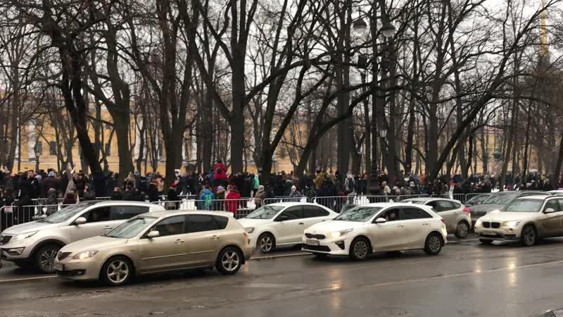 Шествие по Александровскому саду