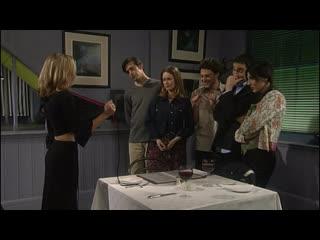 «Любовь на шестерых» 1 сезон 1 серия — «Несливаемые» | Coupling — Flushed (2000)