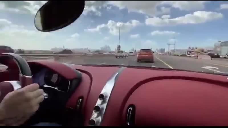 1500馬力、最高速度420kmのブガッティ シロンで公道を走るとこんな感じらしい… 加速がワープレベルなんですけど😨