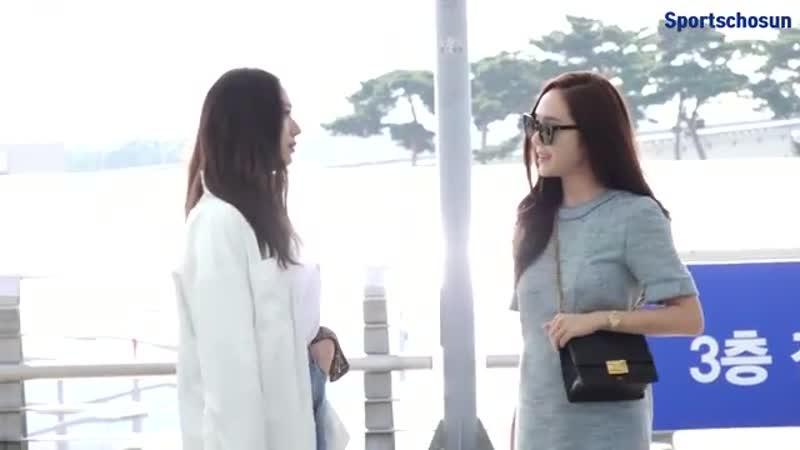 제시카(Jessica)-크리스탈(Krystal) 수식어가 필요없는 출국길! (190603 Incheon Airport) [ECxXiMrWWXo]