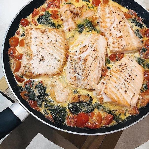 Самый вкусный лосось ⠀ Ингредиенты: ▪️Оливковое масло ▪️вкусный лосось  ▪️Специи ▪️Чеснок 2 зубка ▪️500...
