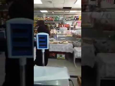 СМОТРИТЕ ПРИКОЛ В МАГАЗИНЕ! Эпидемия кароновируса. Как обслуживают покупателей без масок продавщицы