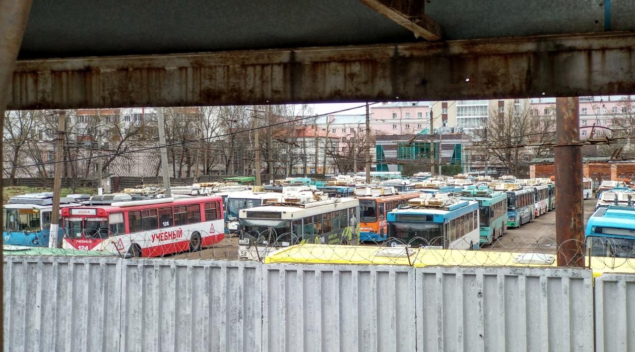 В троллейбусном парке нет работы, но есть рабочие