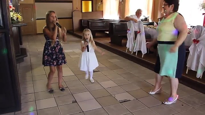 Спели для любимой бабушки 😍 Какие золотки внучки ❤ Прелесть 👏👏👏👏👏