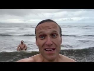 Навальный искупался в Белом море