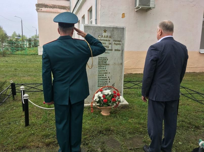 8 мая 2020-возложение цветов к обелиску павшим воинам., изображение №6