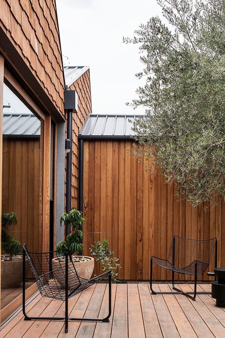 Слишком много дерева не бывает: небольшой современный коттедж в Мельбурне || 02