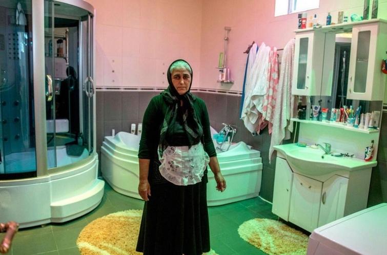 Как выглядят туалеты богачей и бедняков в разных странах мира, изображение №12