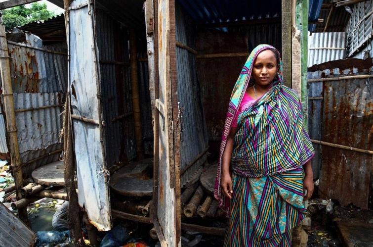 Как выглядят туалеты богачей и бедняков в разных странах мира, изображение №17