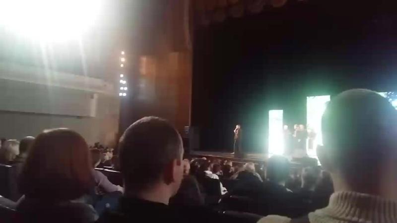 Хорошие вопрос и ответ КВН на бис в Питере