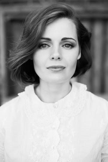 Фото подборка с актрисой Анной Миклош.