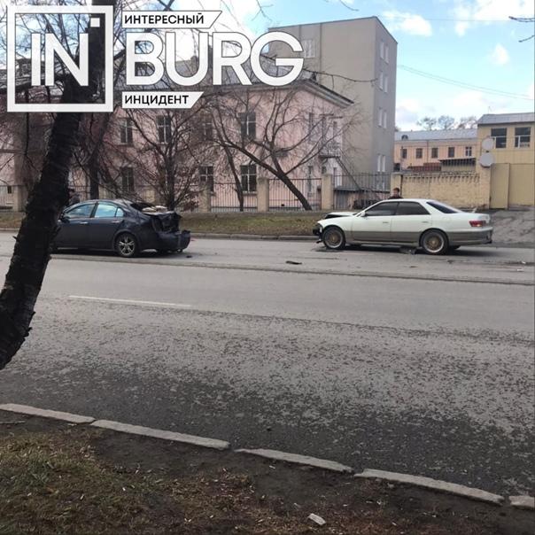 Возле УрГЮУ, на ул. Комсомольская, 23, произошло Д...