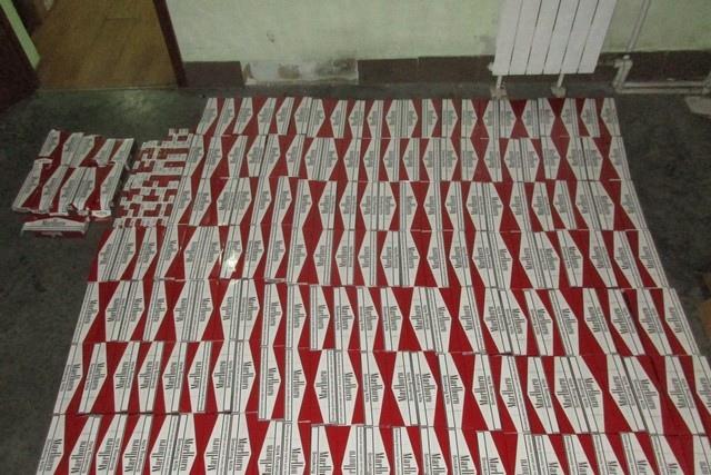 Таганрогские таможенники пресекли попытки ввоза 2 436 пачек сигарет в тайниках