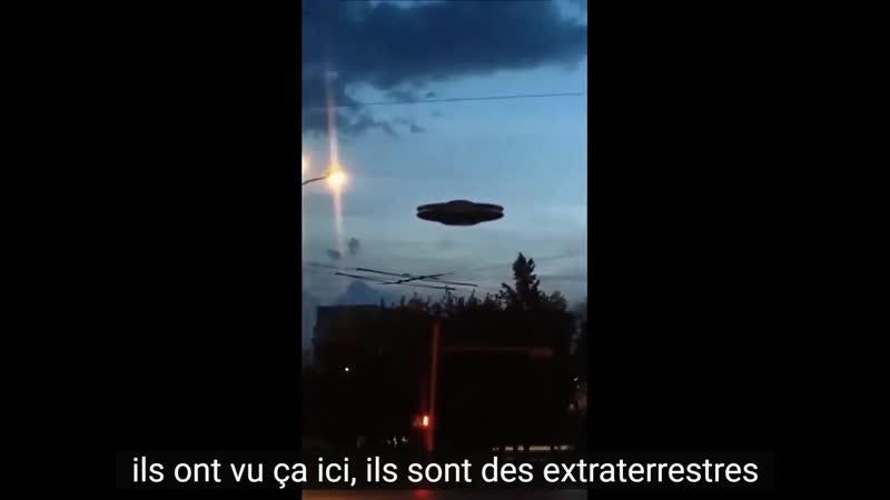 Grand OVNI dans le ciel au dessus de la ville de Kemerovo Navires extraterrestr