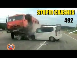 Stupid driving mistakes 492 (June 2020 English subtitles)
