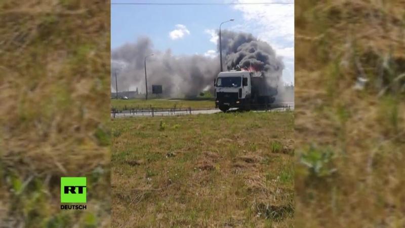 Mad Max in russischer Stadt Fahrender Lkw geht in Flammen auf