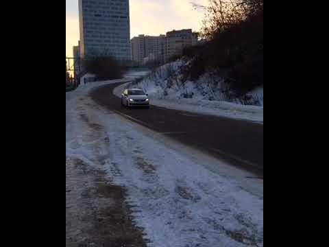 Полный беспредел На Крылатских холмах бесконтрольно носятся машины пробки и парковка тысячи машин