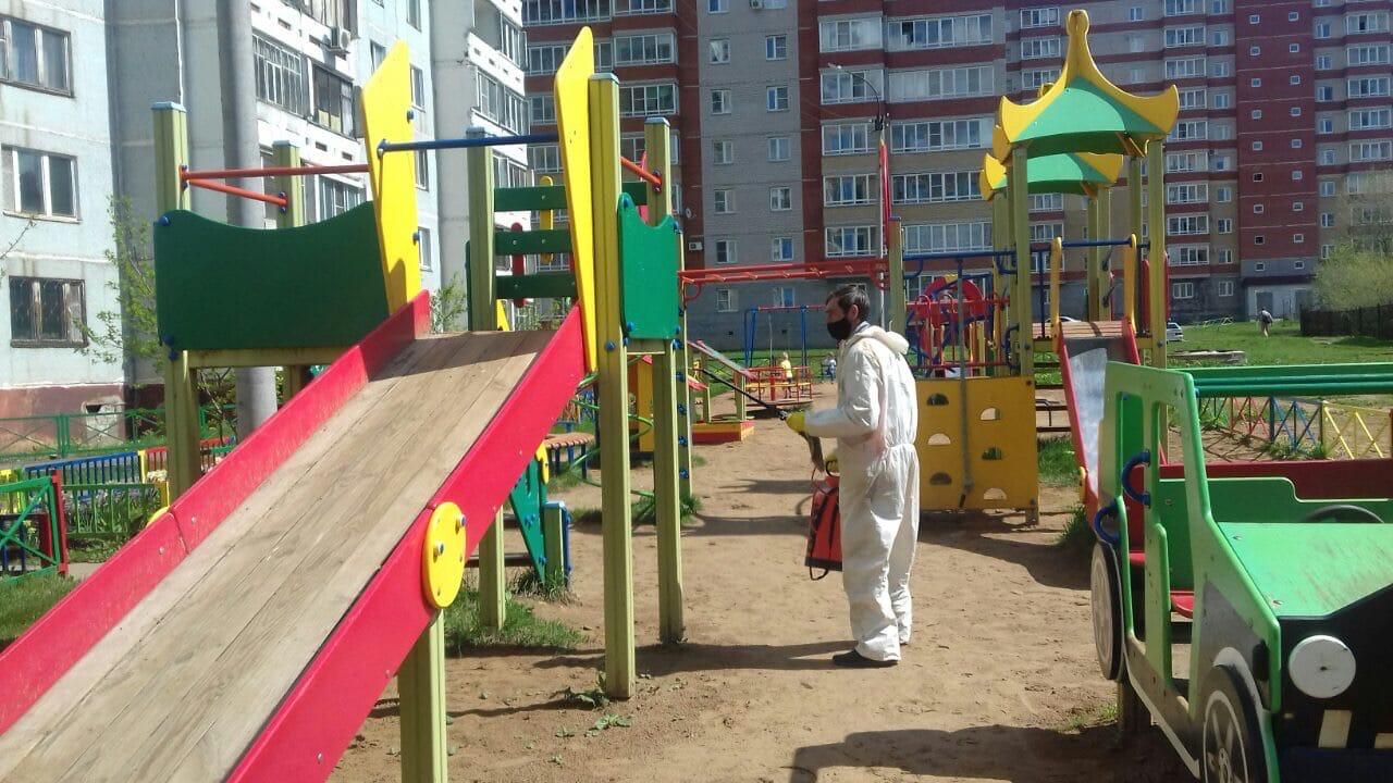 Проведение дезинфекция всех детских площадок