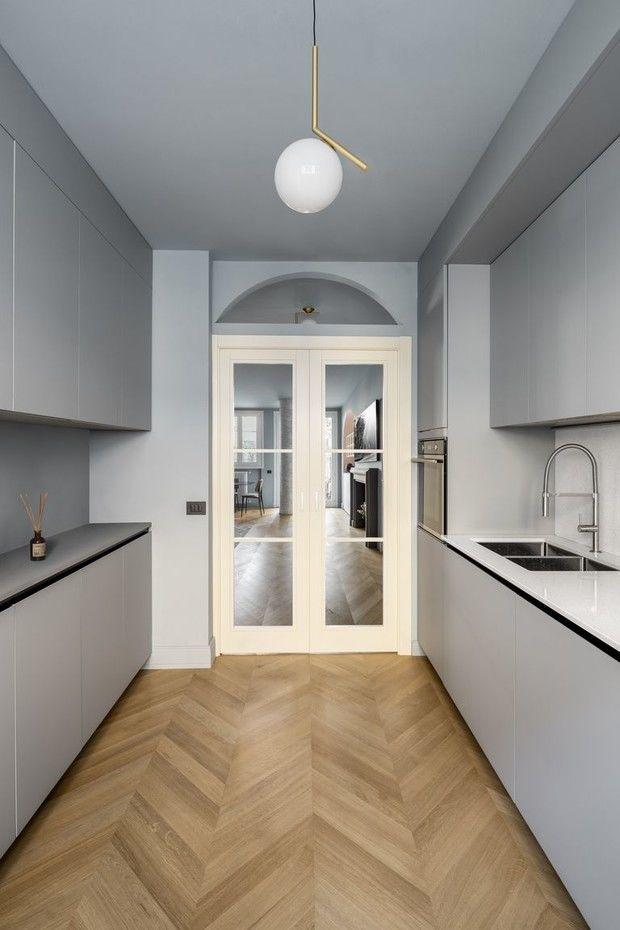 Маленькая квартира с камином в центре Милана