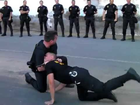 Instrucción Policial Extracción Individuos de Vehículos